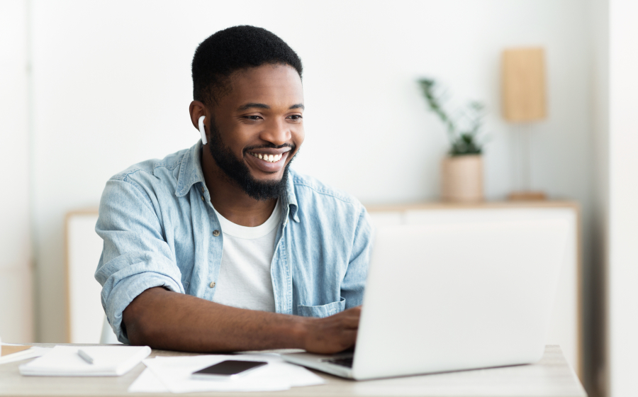 online-course/guy-laptop.jpg